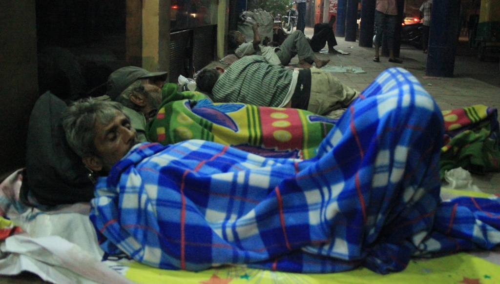 Homeless People, Shelter homes, Delhi, Homeless State, Metro cities, National capital, Poor people, Roofless homes, Delhi government