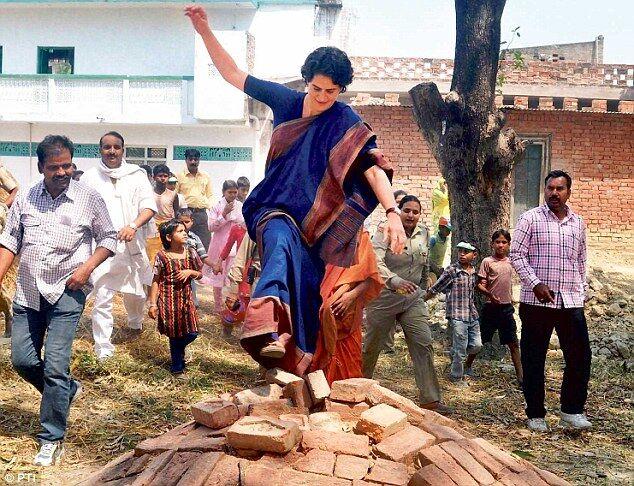 आखिरकार आज कांग्रेस ने राजनीति की शतरंज में प्रियंका रूपी अपने अंतिम घोड़े की चाल भी चल ही दी !!