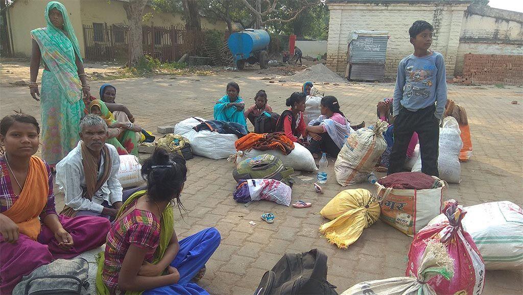 नहीं थमी भूख और बेरोजगारी : बुन्देलखण्ड से पलायन लगातार जारी