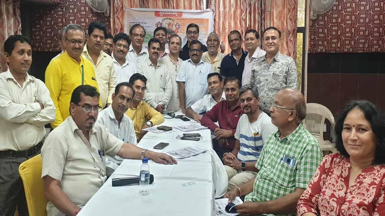मौलिक भारत व दिल्ली एनसीआर की प्रमुख बायर्स व आरडबल्यूए संस्थाओं की मांग दिल्ली एनसीआर व देश  के स्ट्रेस प्रोजेक्ट के लिए बने राष्ट्रीय नीति